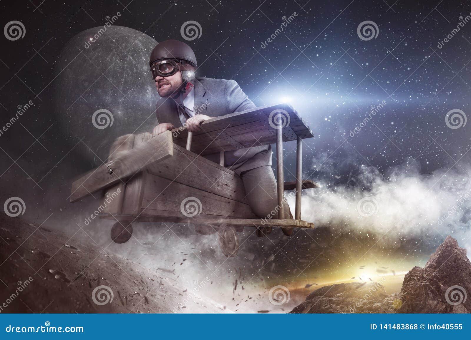 A viagem espacial é o conceito enorme do negócio - voo do homem de negócios com plano do brinquedo