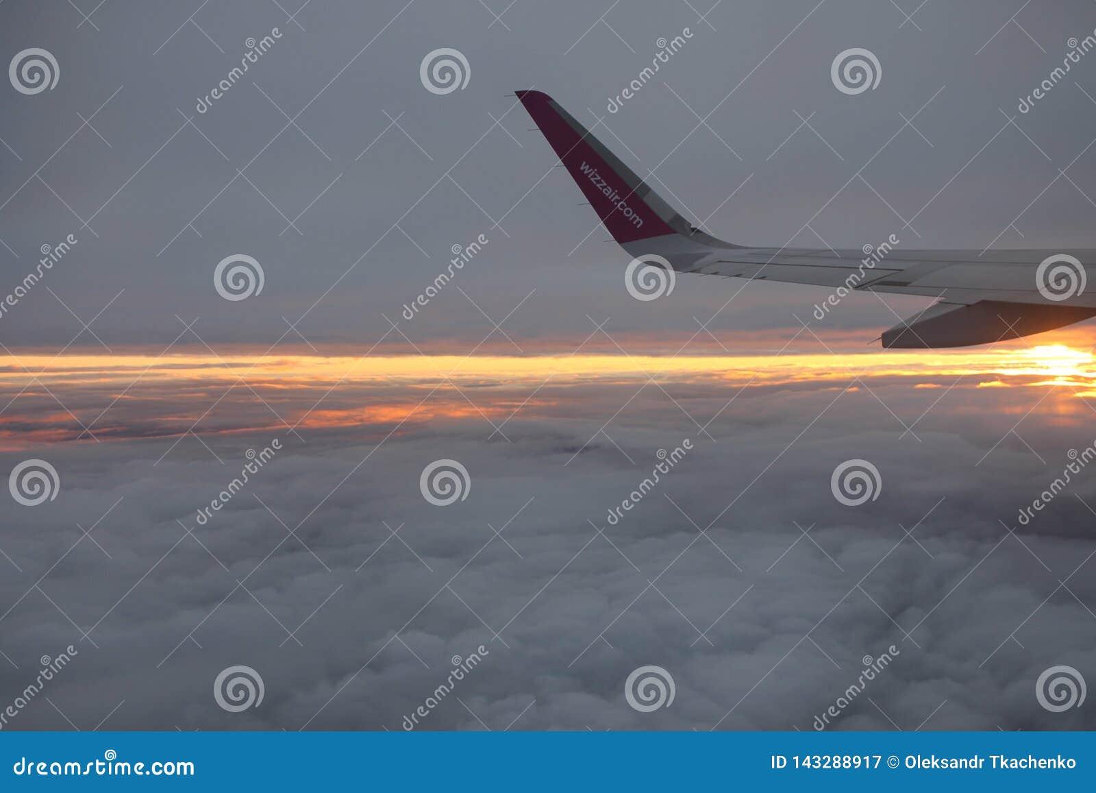 Viaggiando con Wizzair Bello tramonto variopinto