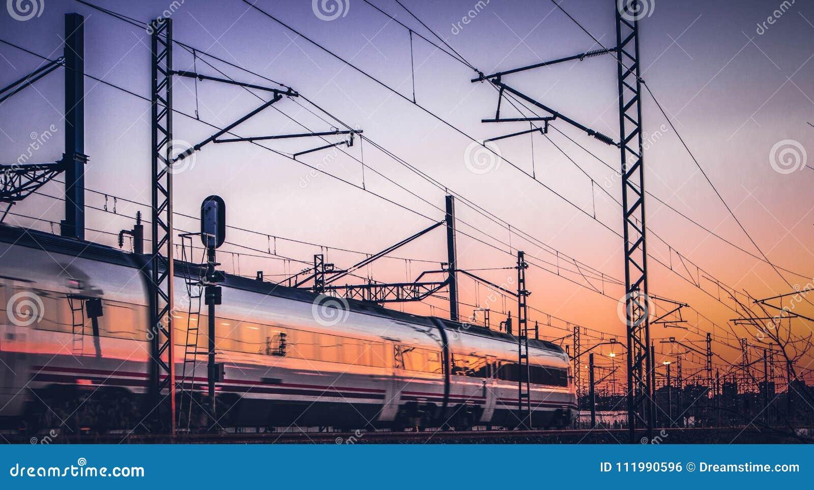 Viaggiando in treno sul pomeriggio