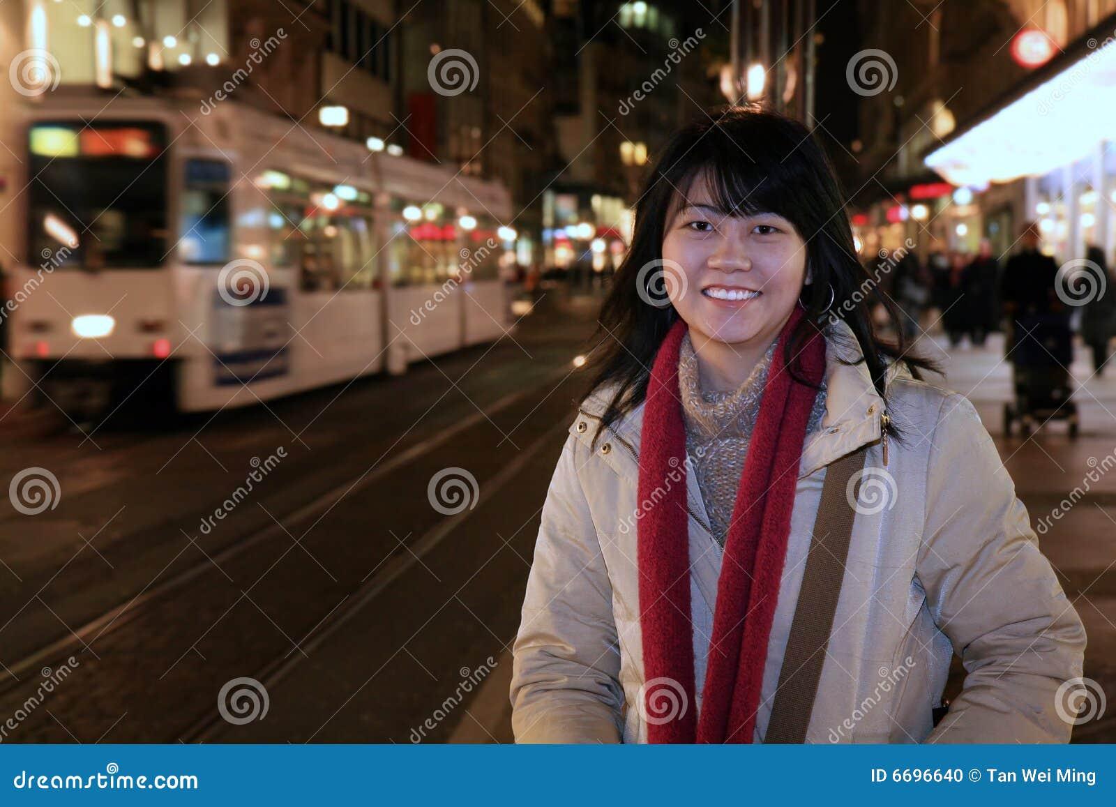 Viaggiatore asiatico in Europa