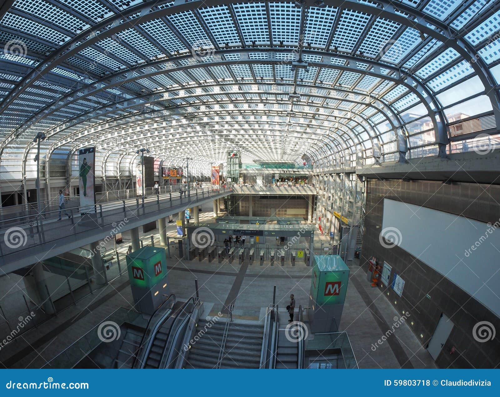 Viaggiatori della stazione di porta susa a torino - Stazione treni torino porta susa ...