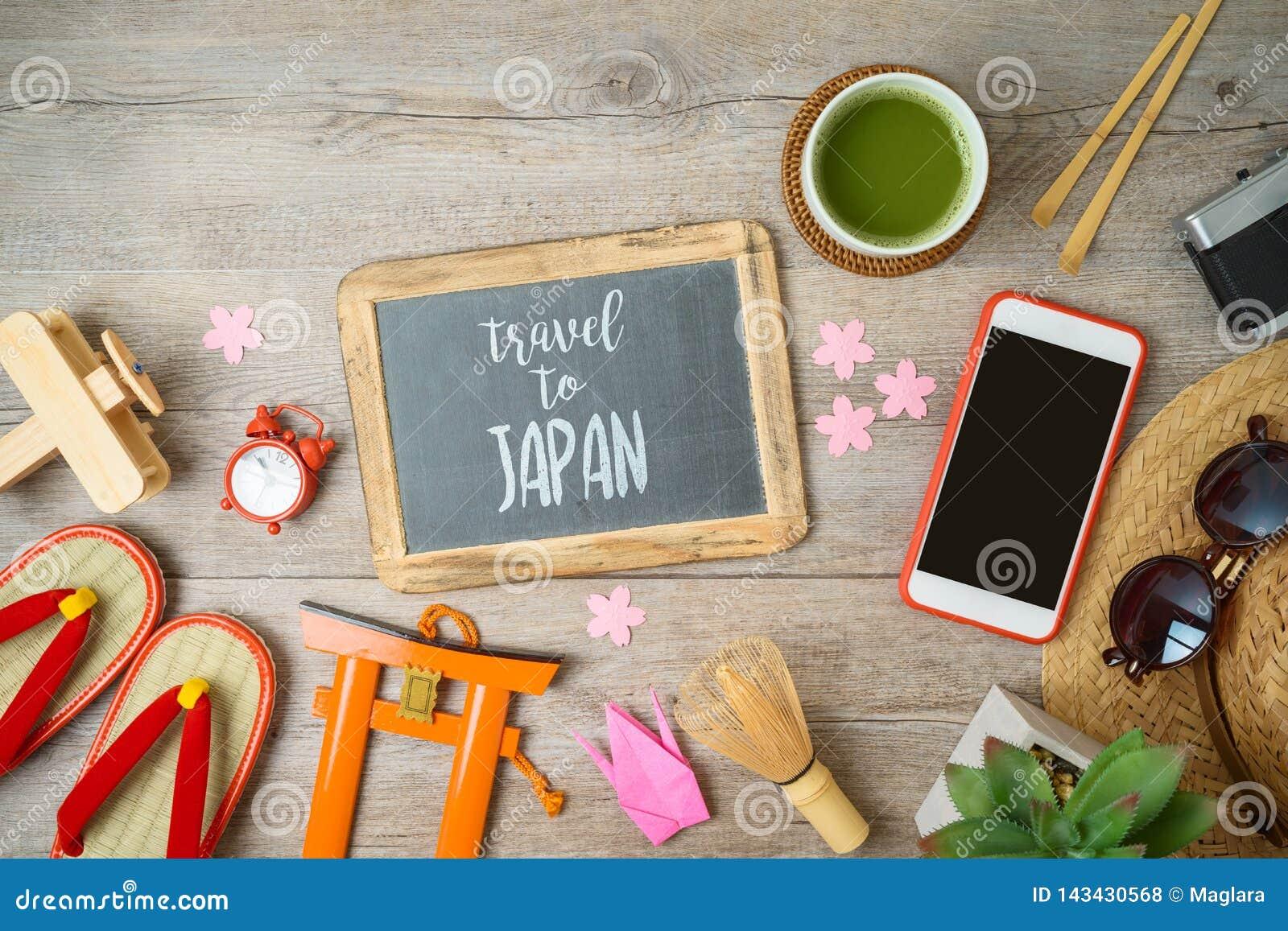 Viaggio al concetto del Giappone Concetto di progettazione di vacanza con la lavagna, gli oggetti di turismo ed i ricordi sulla t