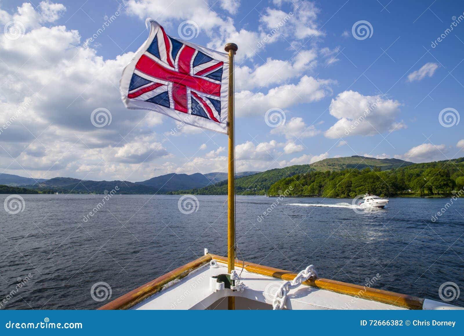 Viaggio della barca sul lago Windermere il distretto britannico del lago