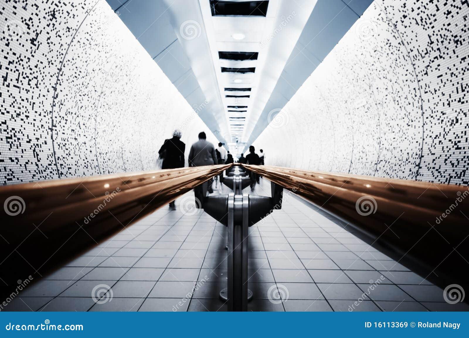 Viajantes de bilhete mensal na câmara de ar