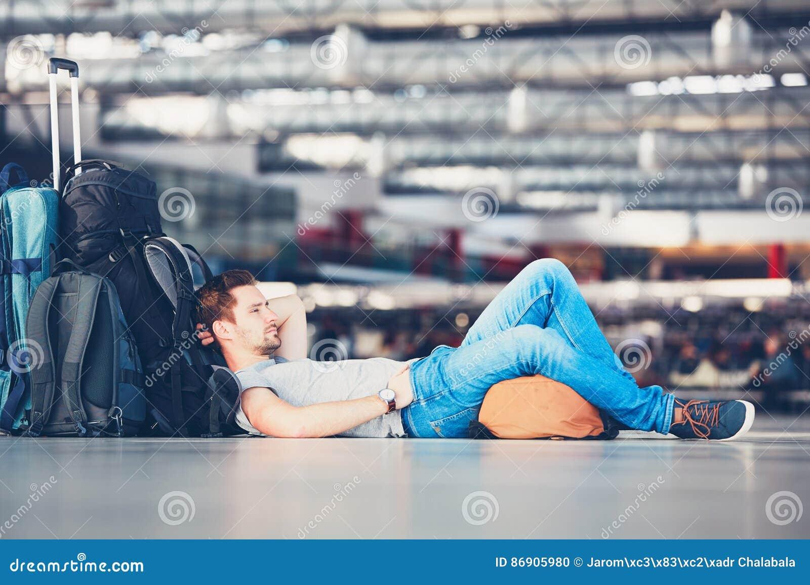 Viajantes que esperam a partida