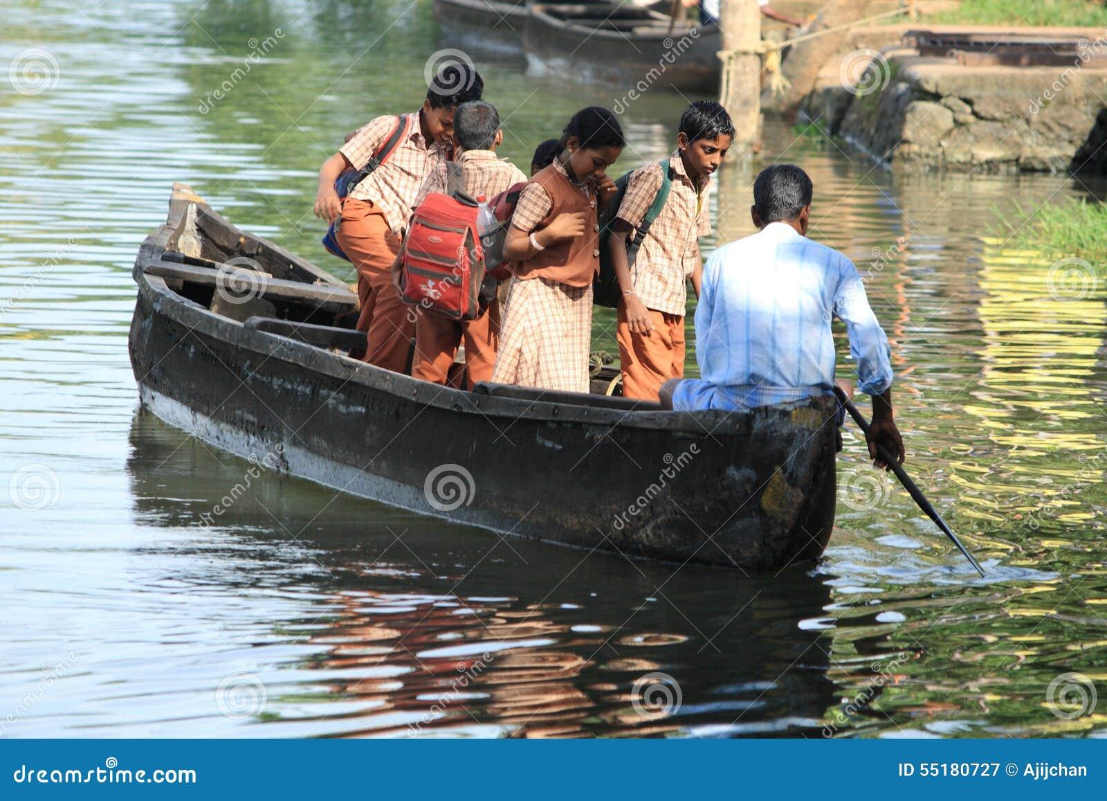 Viaje de los alumnos en barco