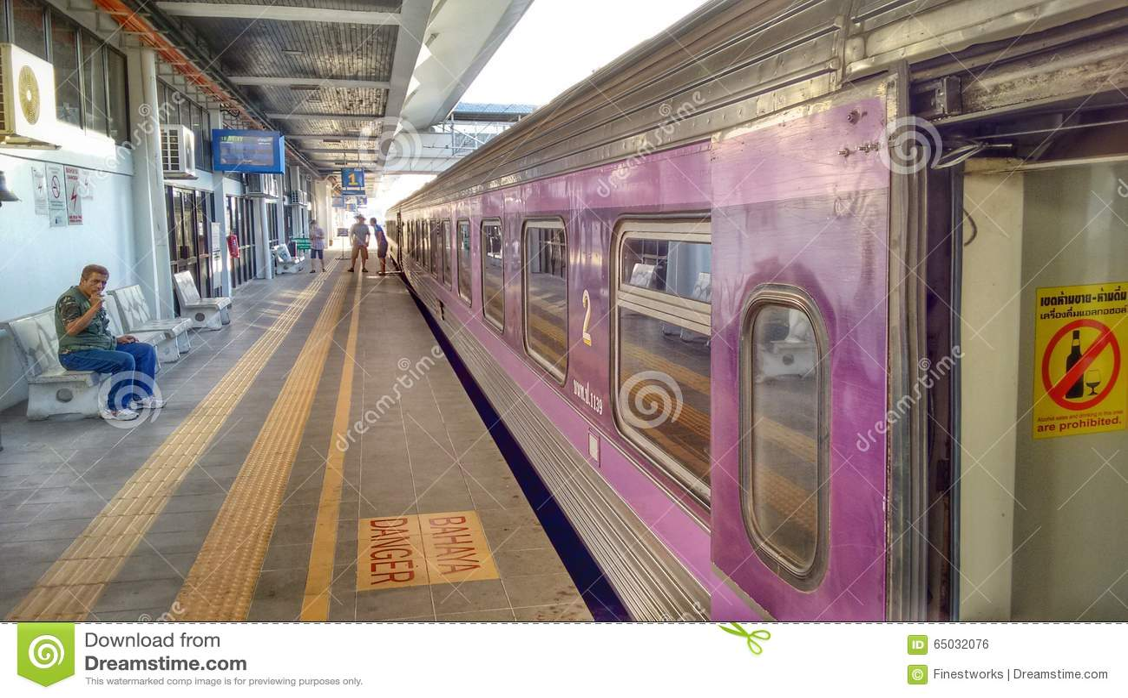 Viaje Tailandia Tren De Pasajeros De Malasia A Bangok Foto