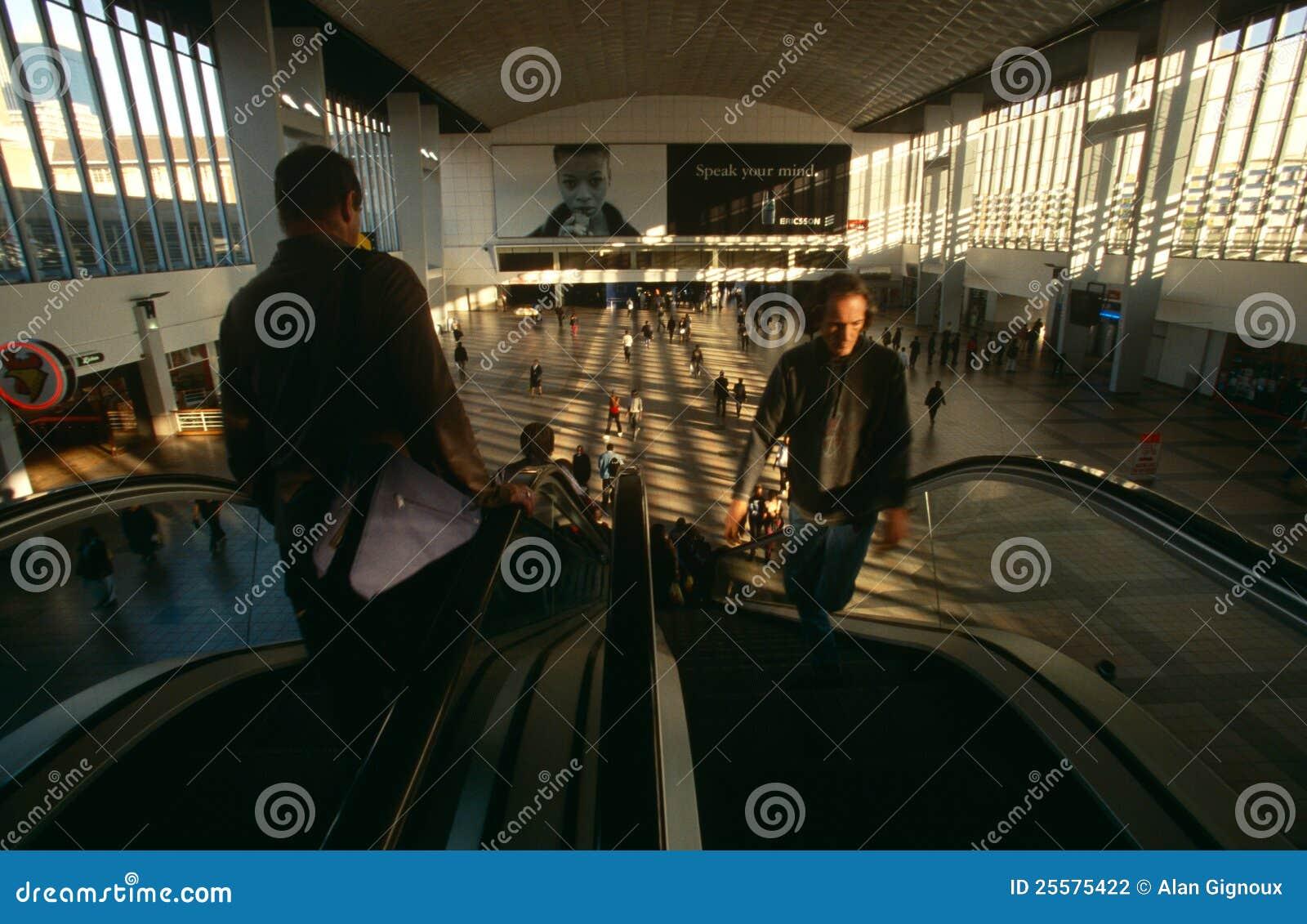 Viajeros en una estación de Johannesburg