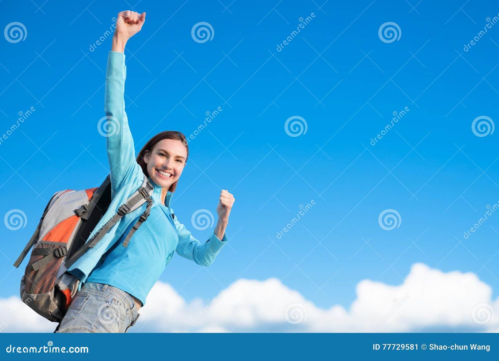 Viandante felice della montagna della donna