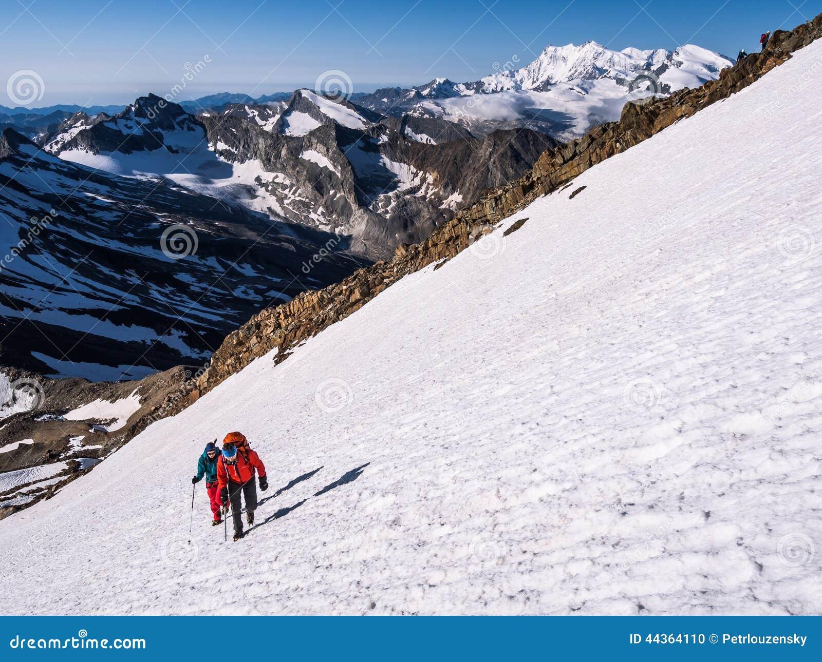 Viandanti sulle montagne