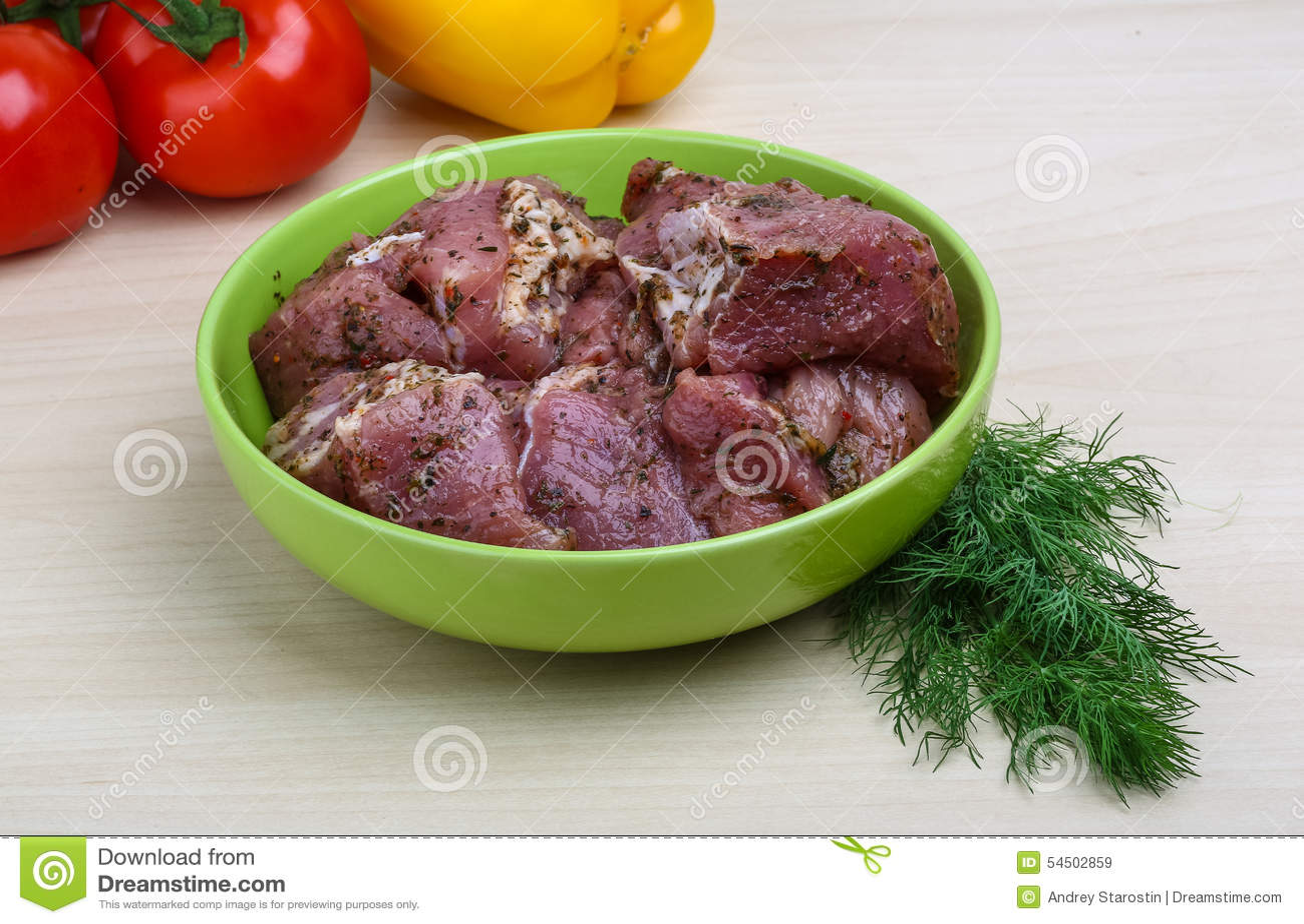 Viande marinée crue pour le BBQ