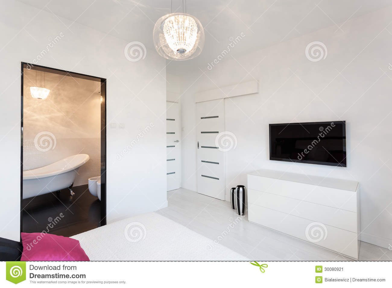 Tv In Camera Da Letto vibrant cottage - bedroom with tv stock image - image of