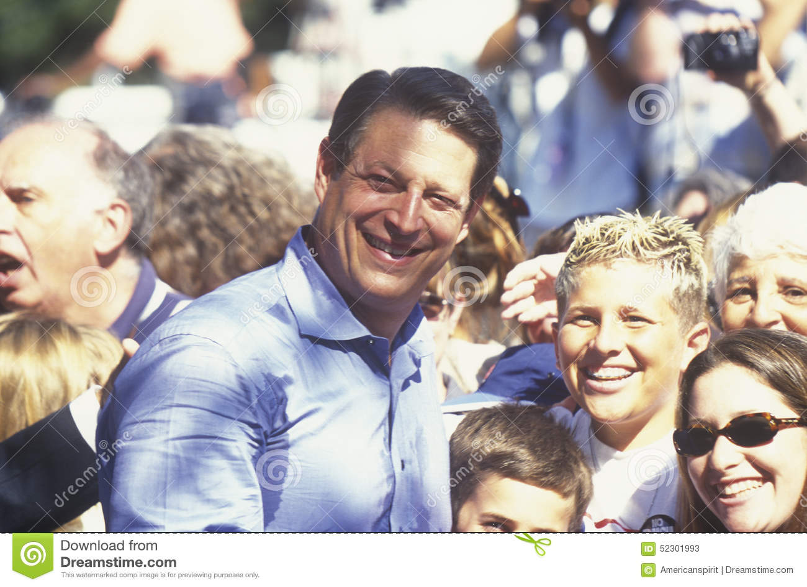 Vicepresidente Al Gore hace campaña para la proclamación presidencial Democratic en el parque en Sunnyvale, California de Lakewoo