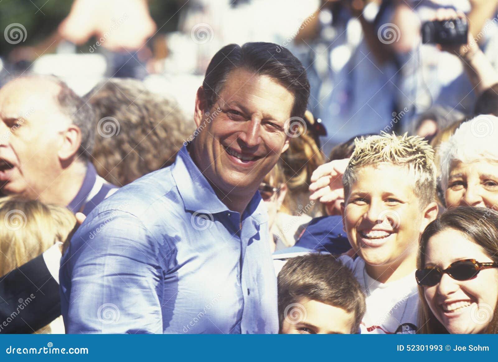 Vicepresidentet Al Gore delta i en kampanj för den demokratiska presidentnomineringen på Lakewood parkerar i Sunnyvale, Kaliforni