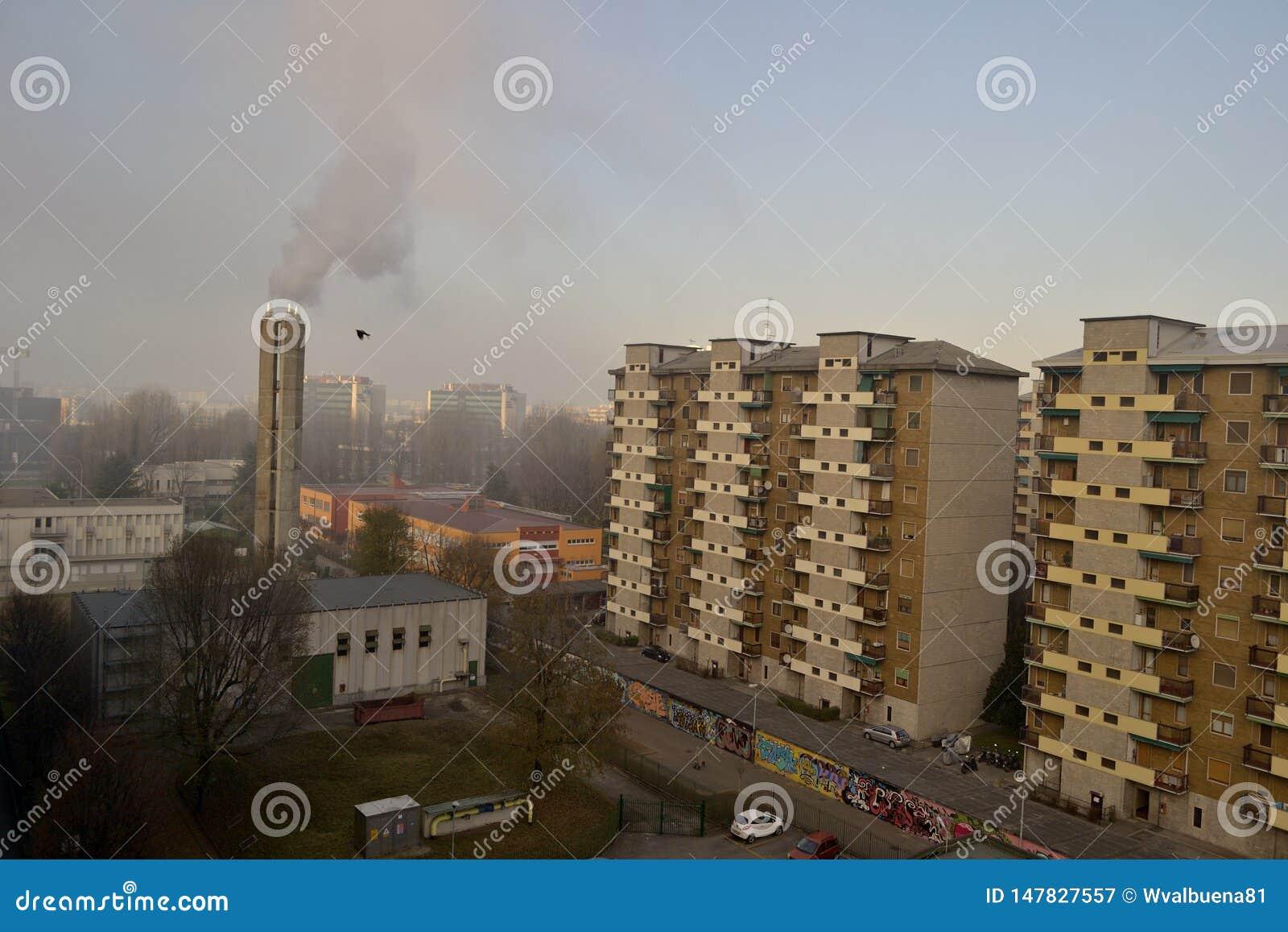 Vicinanza suburbana di paesaggio urbano urbano di inquinamento