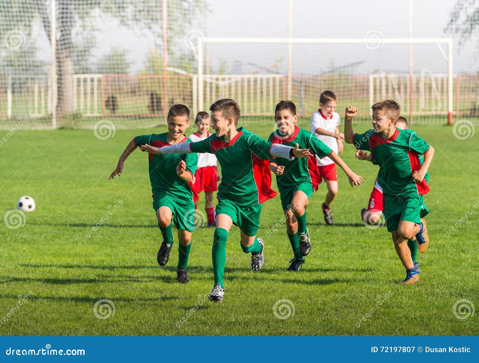 Victoire sur le football d enfants