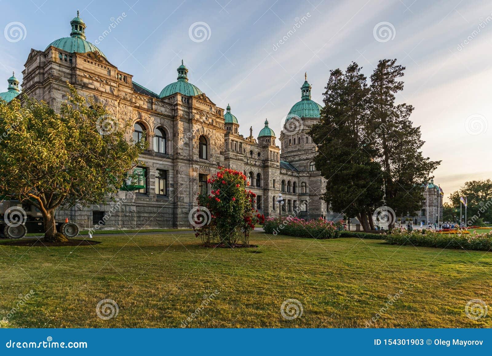 VICTORIA, CANADA - JULI 13, 2019: Parlementsgebouw in het historische stadscentrum van Victoria en reisbestemming
