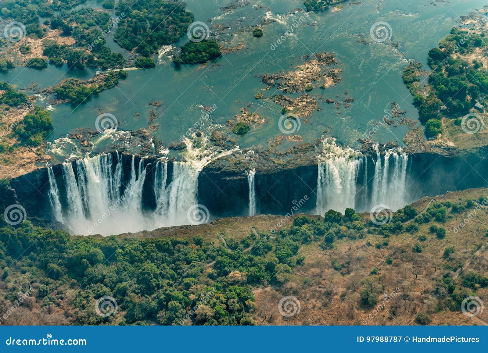 Victoria Falls in Zimbabwe bij droogte, luchtschot