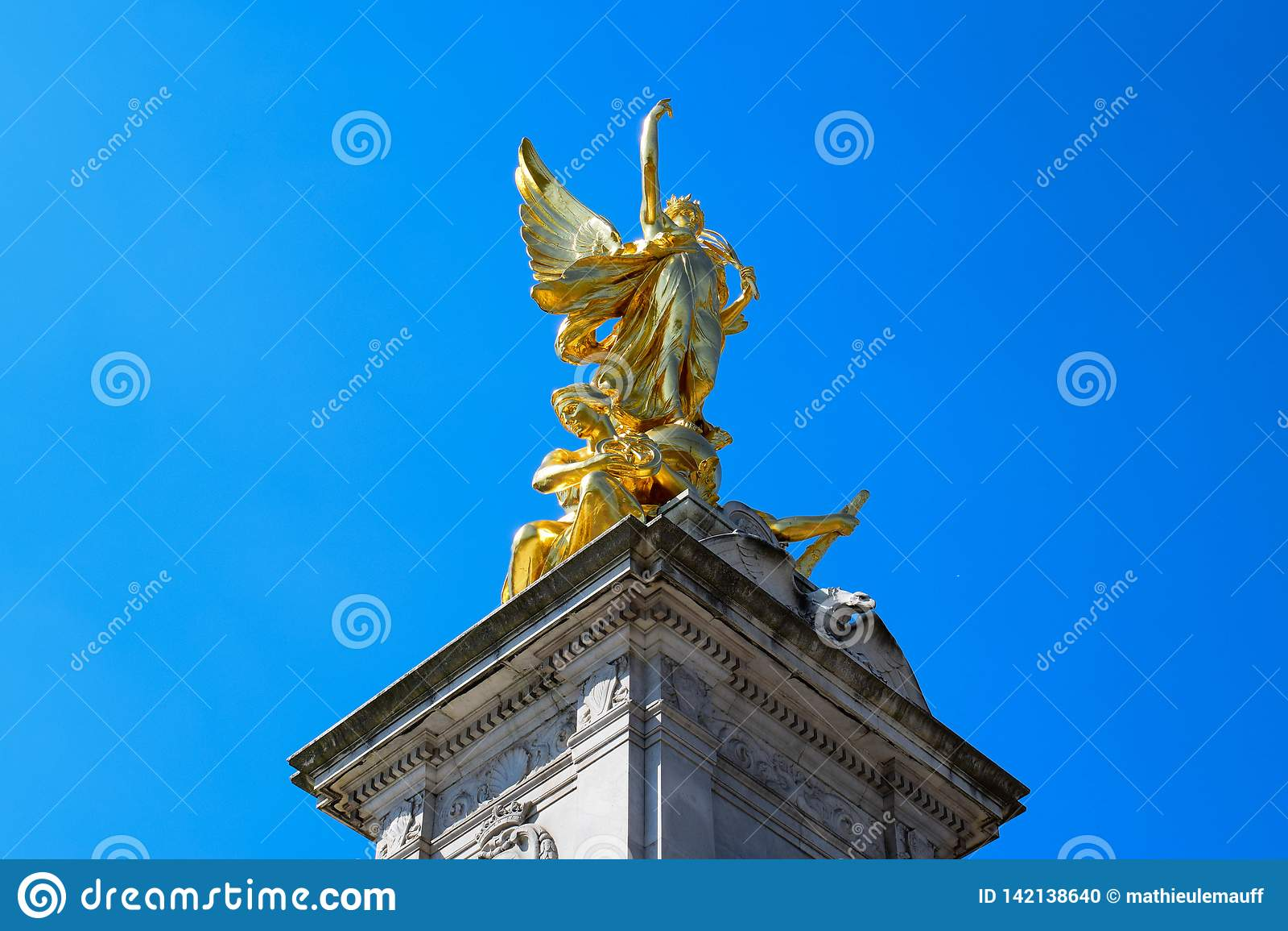 Victoria Memorial Close-Up View delante del Buckingham Palace, Londres, Inglaterra