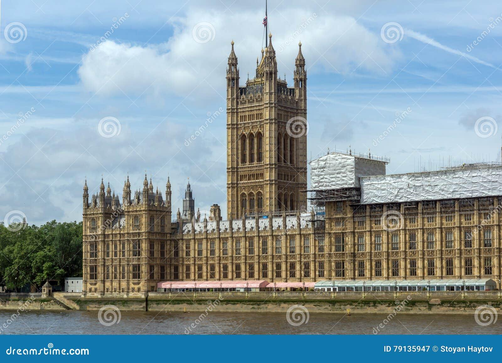 Victoria tower in camere del parlamento palazzo di for Camere parlamento