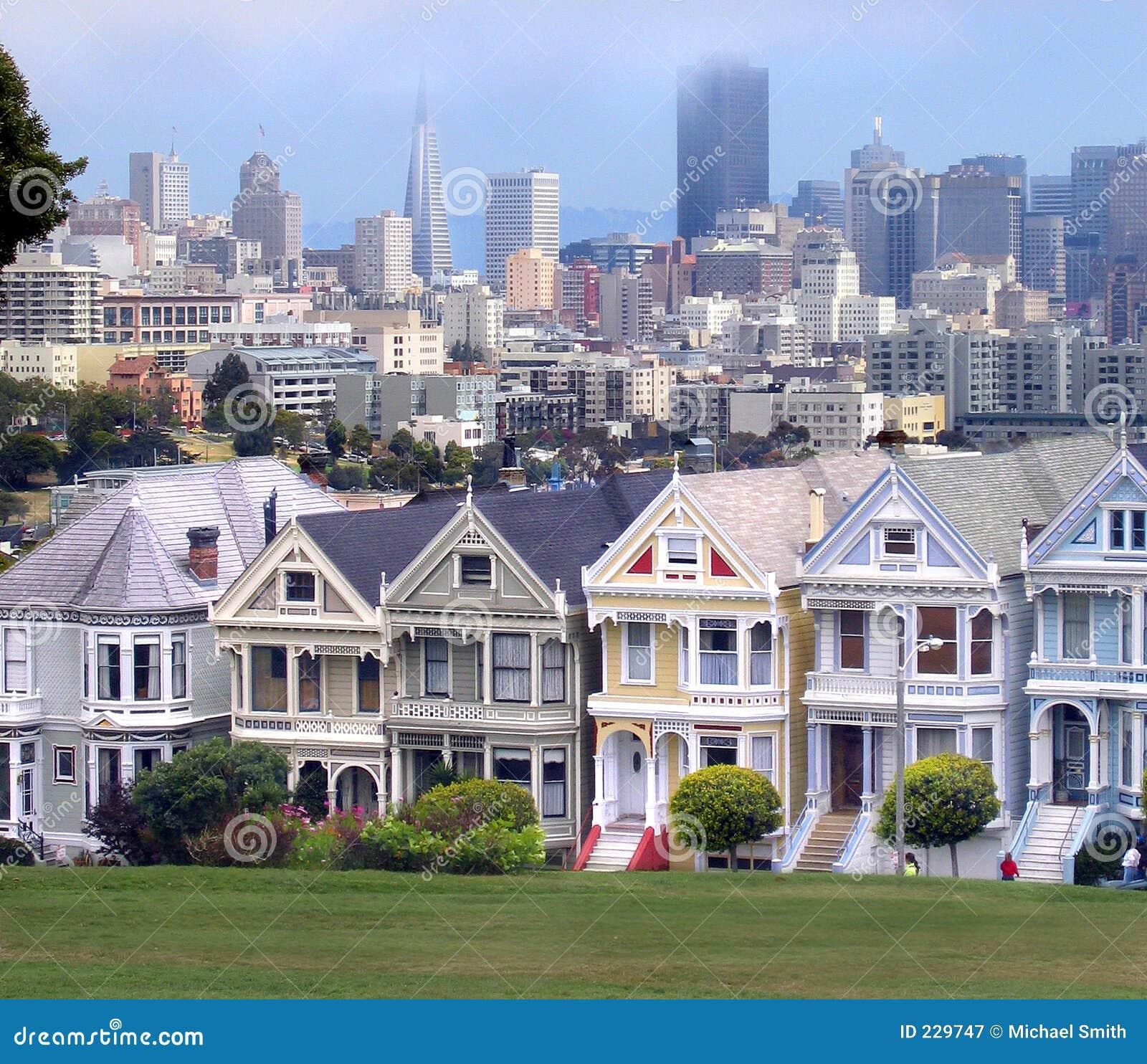 Victoriaanse huizen en de horizon van San Francisco