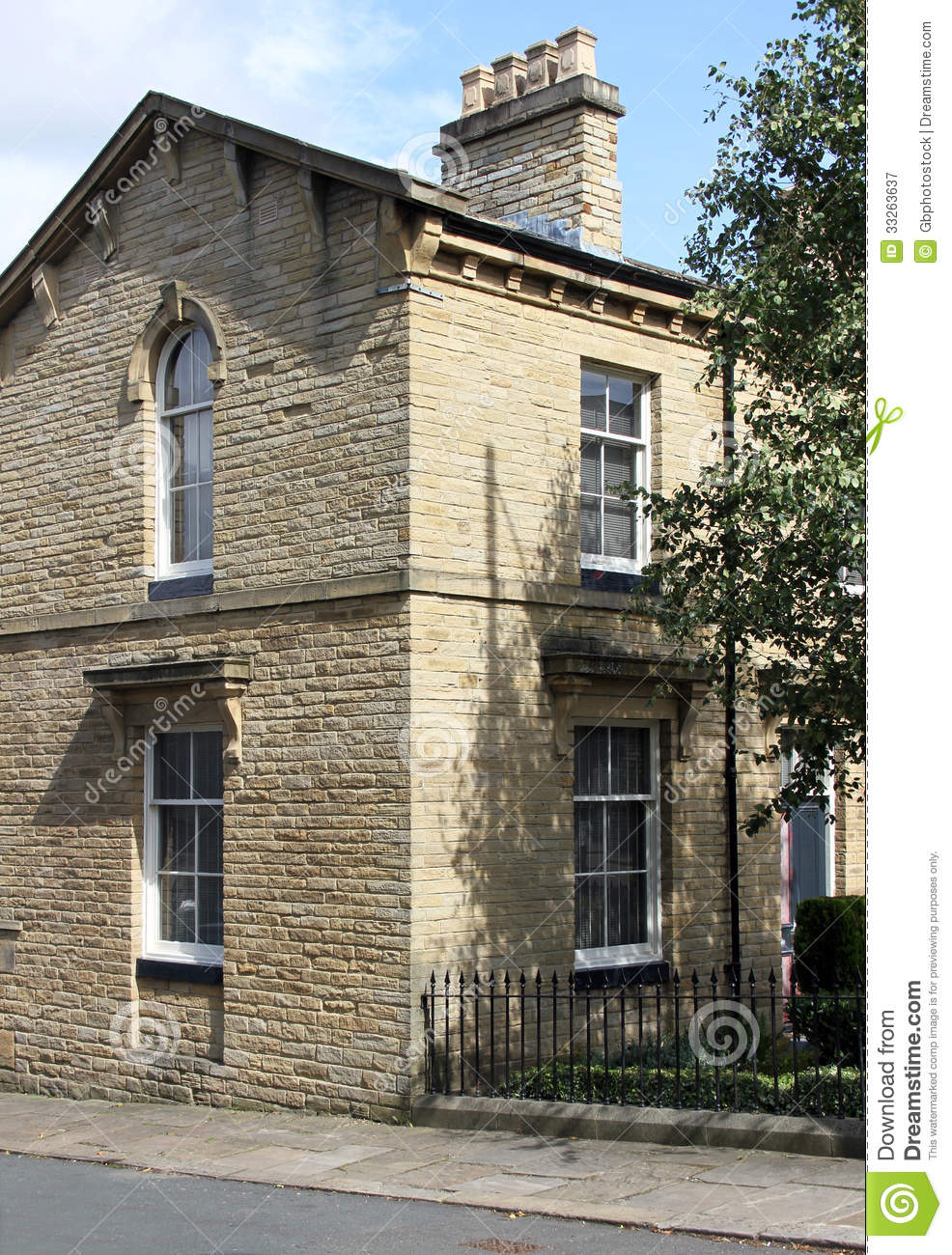 Yorkshire Terrace: Victorian End Terrace House Saltaire Stock Image