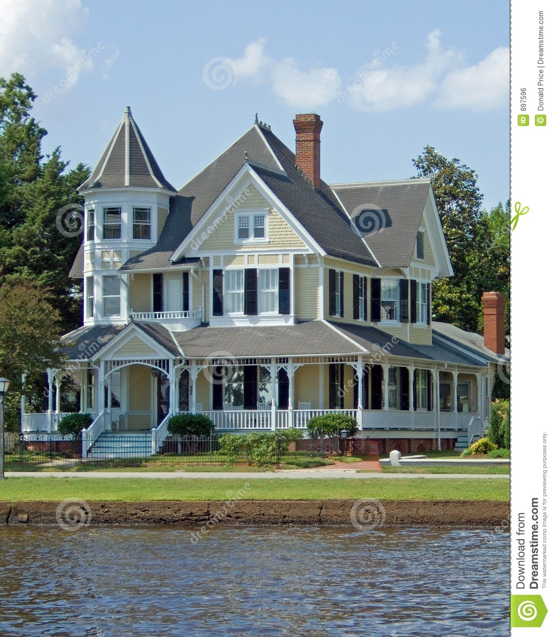 fully restored Victorian house in the southern part of the United ...: www.dreamstime.com/royalty-free-stock-image-victorian-home-image897596