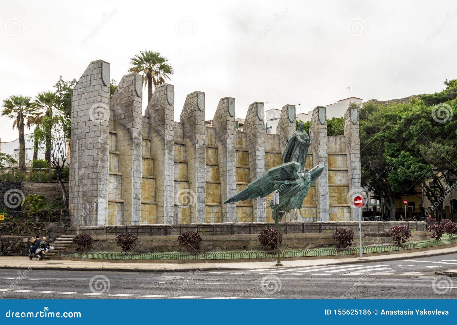 Victory Monument in herdenking van Algemene Franco met zijn beeldhouwwerk, Santa Cruz de Tenerife, Spanje