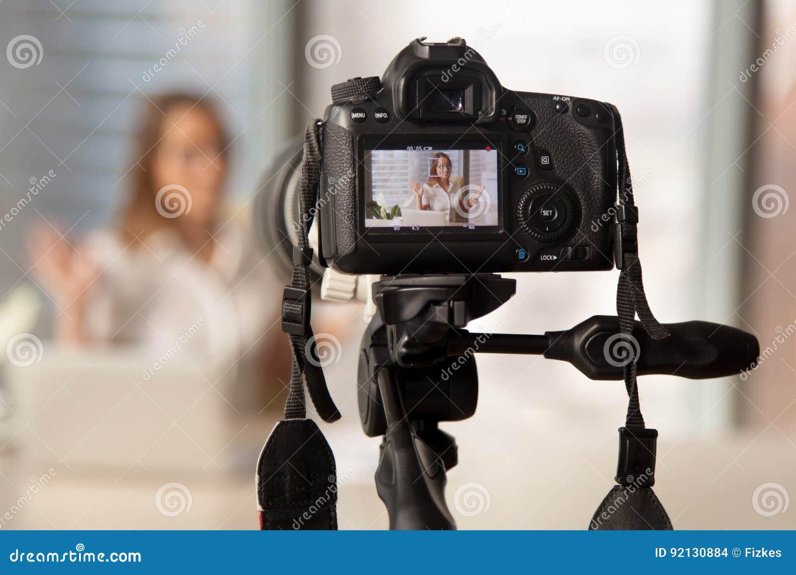 Vidéo d affaires d enregistrement sur l appareil-photo moderne de DSLR