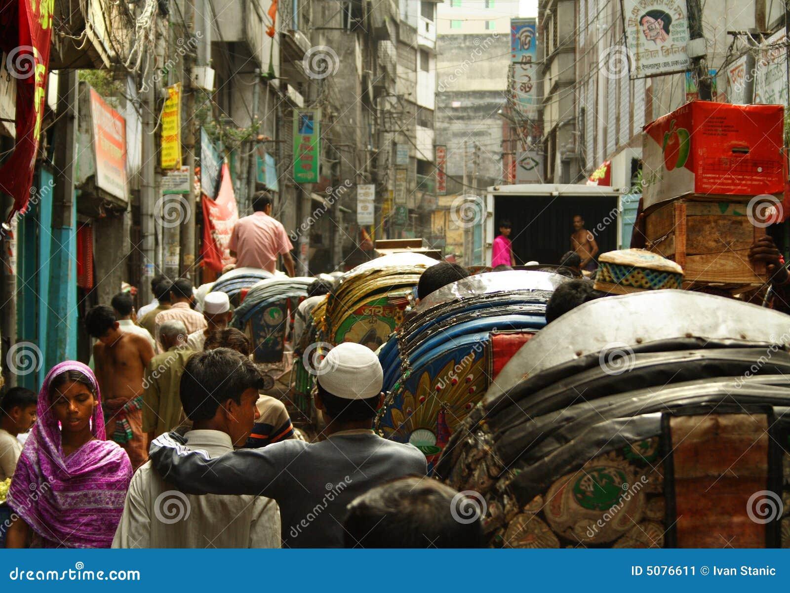 Vida da rua movimentada em Dhaka