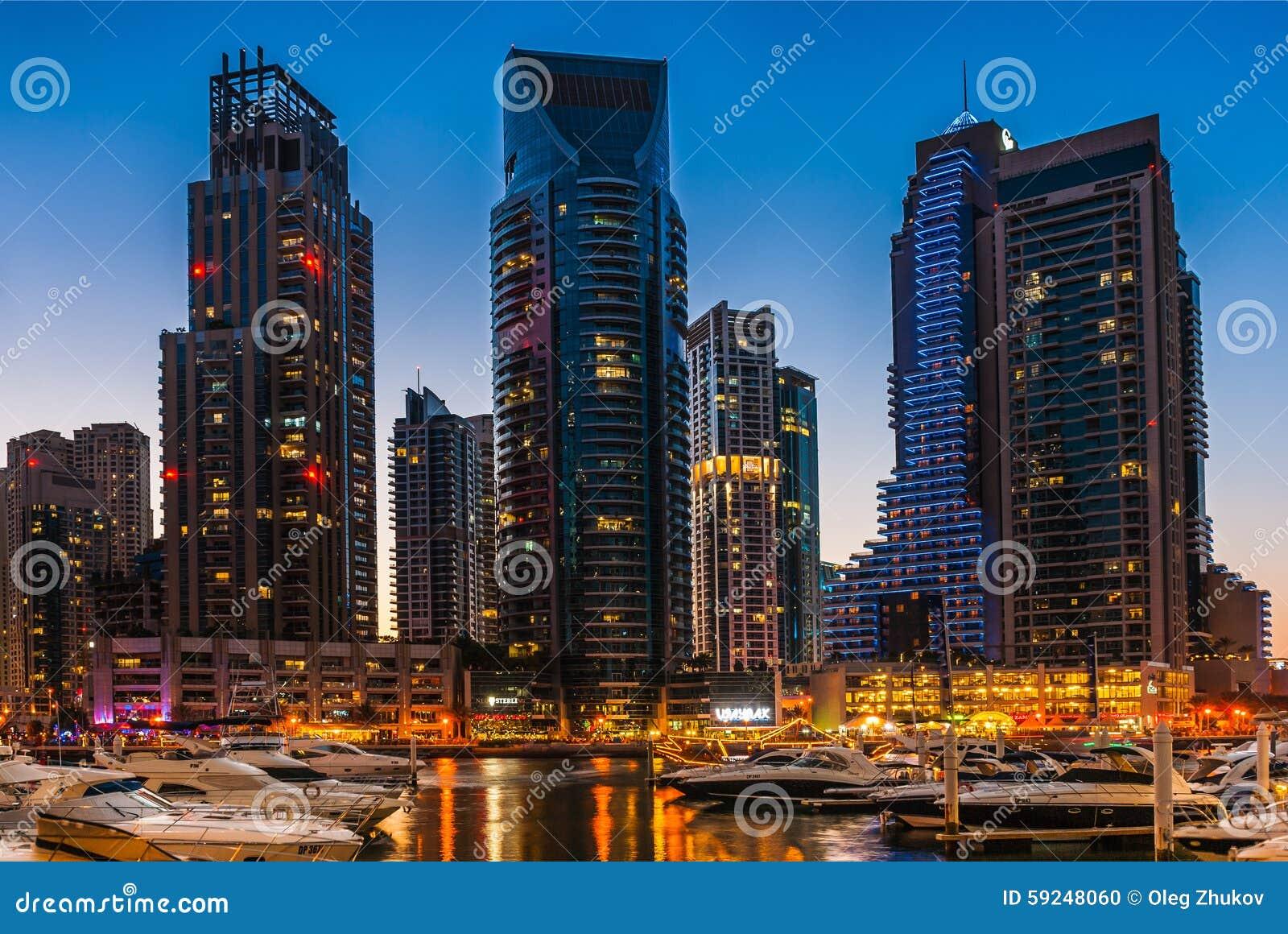 Vida nocturna en el puerto deportivo de Dubai EMIRATOS ÁRABES UNIDOS 16 de noviembre de 2012