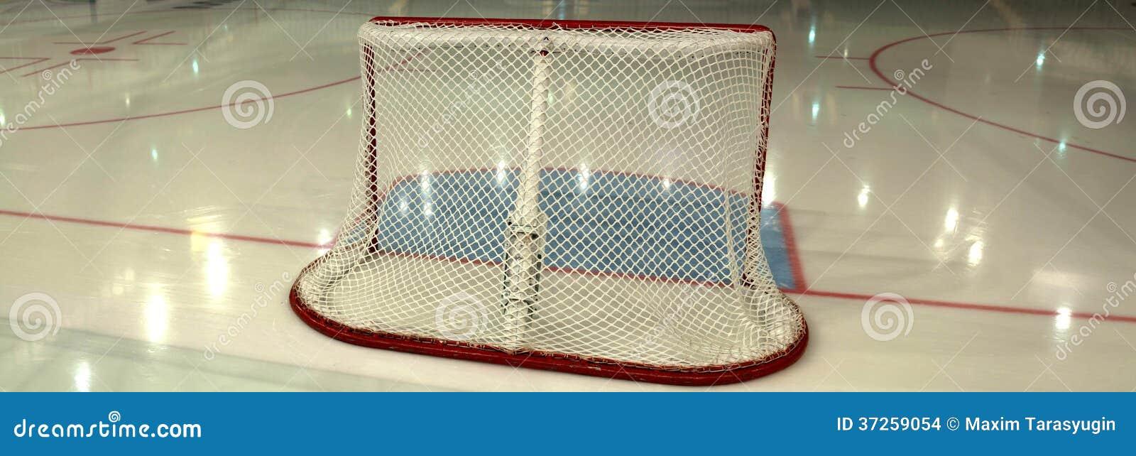 But vide d hockey sur la patinoire. Vue de côté