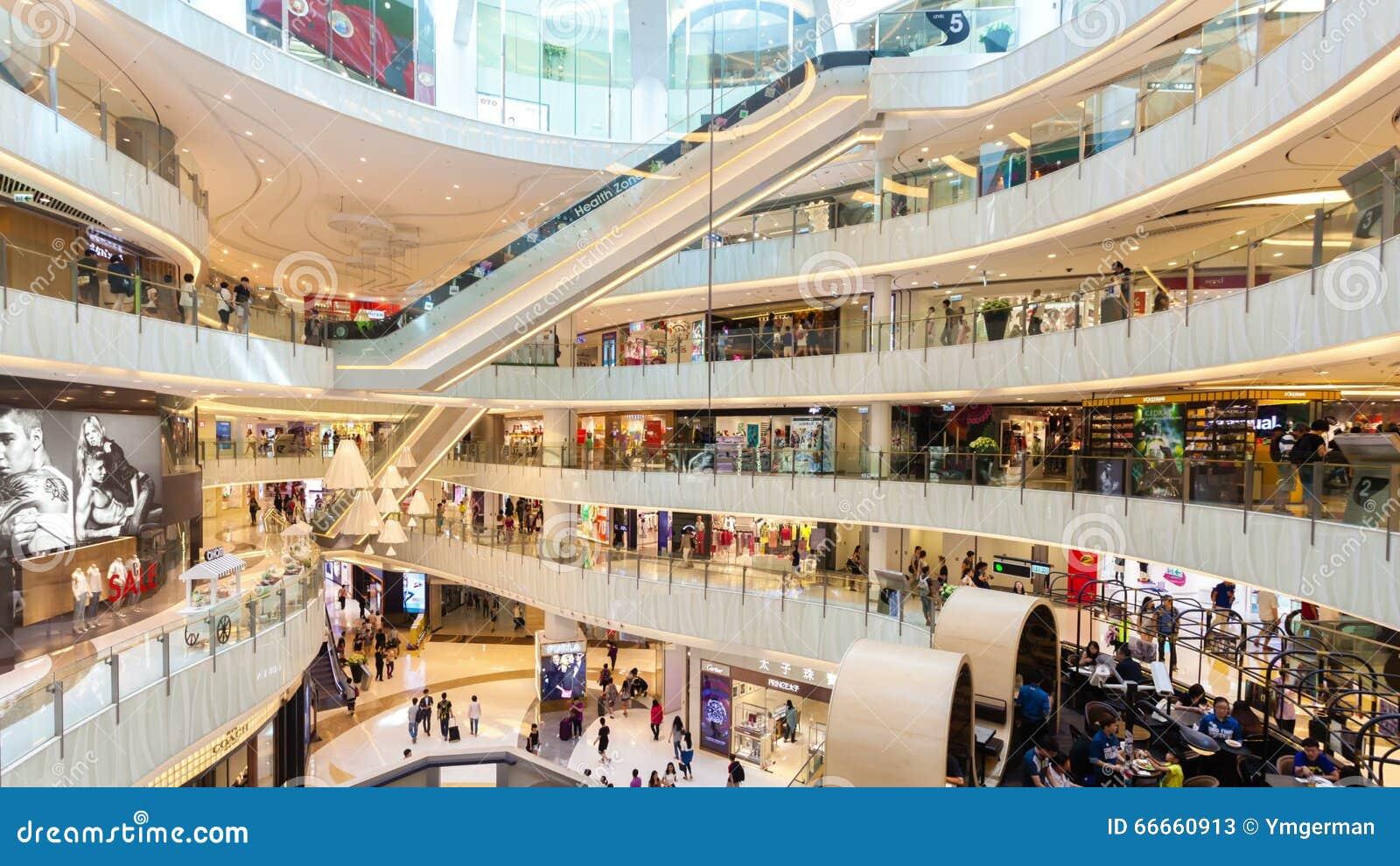 video del hyperlapse 4k della gente che compera in un centro commerciale in Hong Kong archivi video