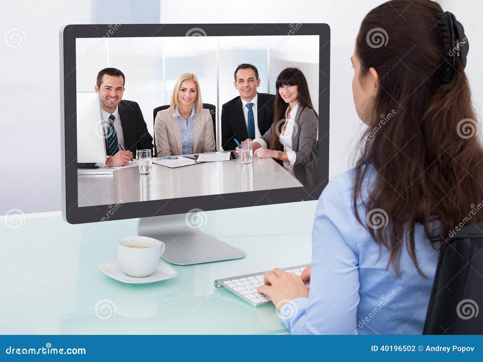 Videoconferencia de observación de la empresaria