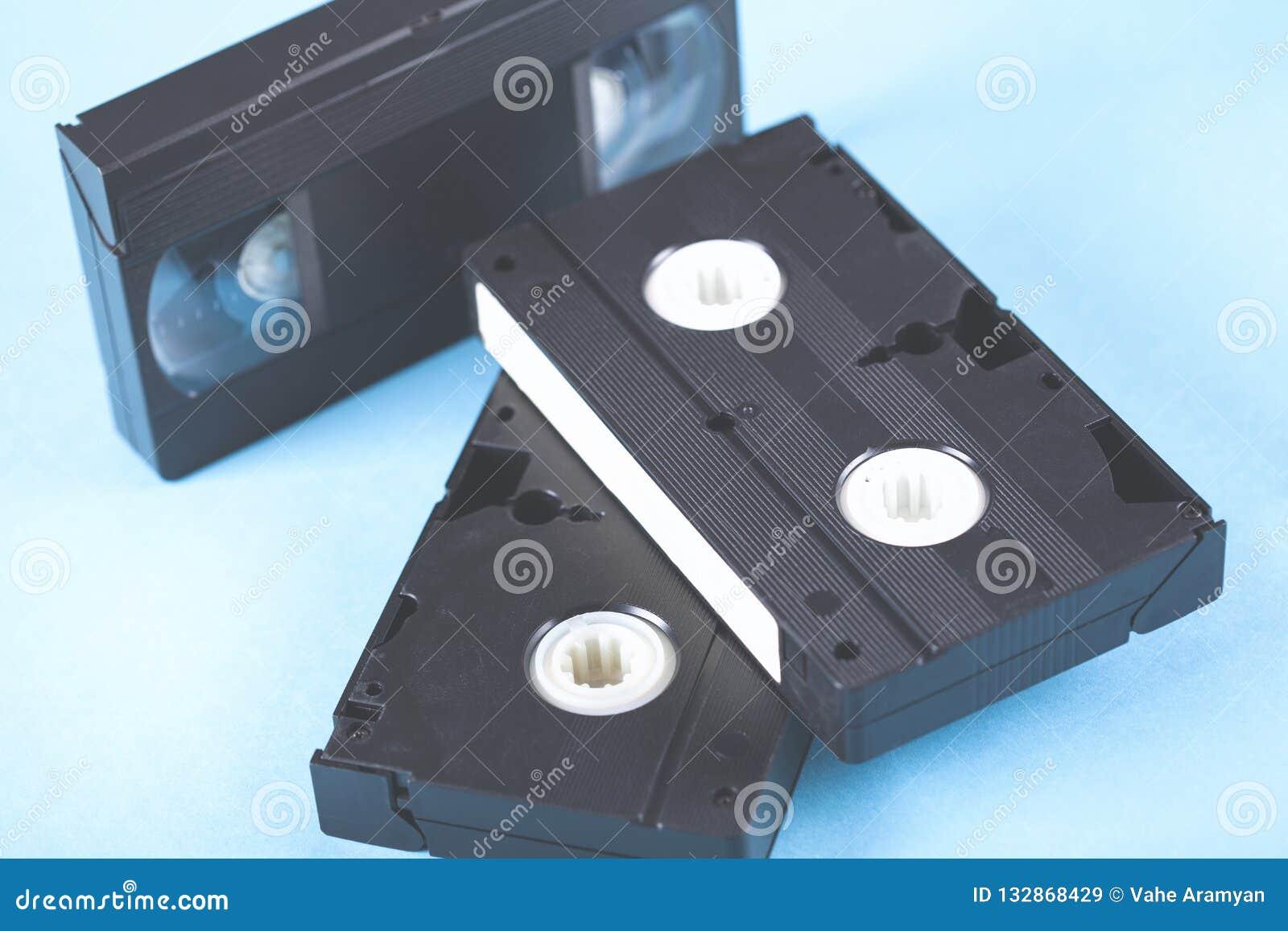 Videokassette auf Tabelle