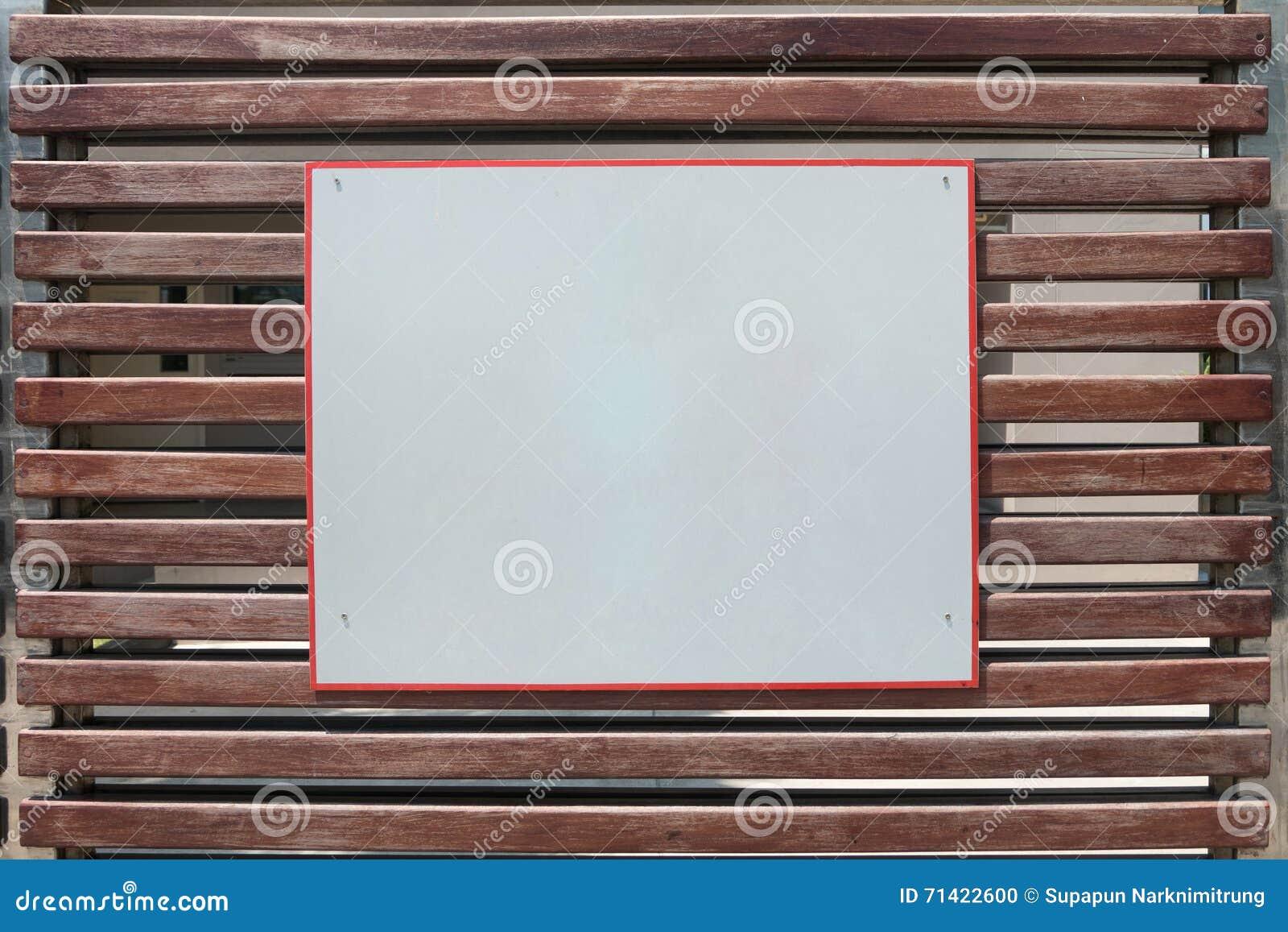 Ecrire Sur Panneau Bois videz le panneau blanc de signe de plaquette sur la porte en