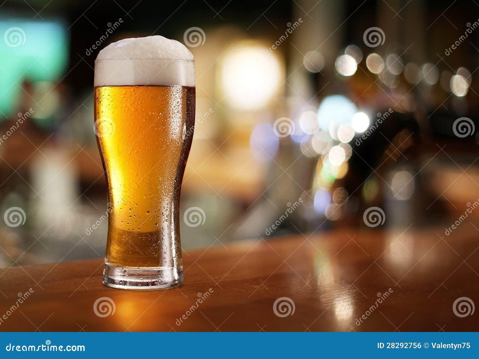 Vidrio de cerveza ligera.