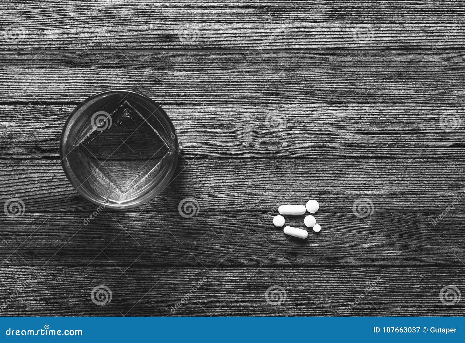 Vidrio De Las Tabletas Y De Las Cápsulas En La Opinión De