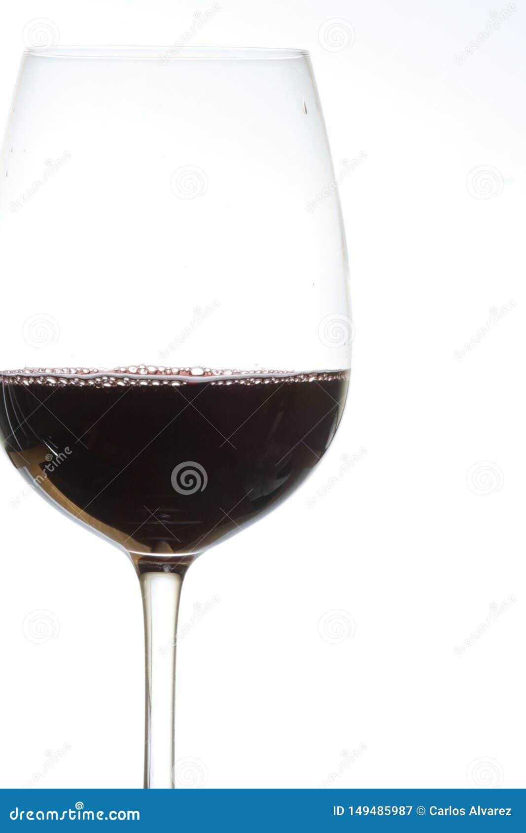 Vidrio de vino tinto encendido
