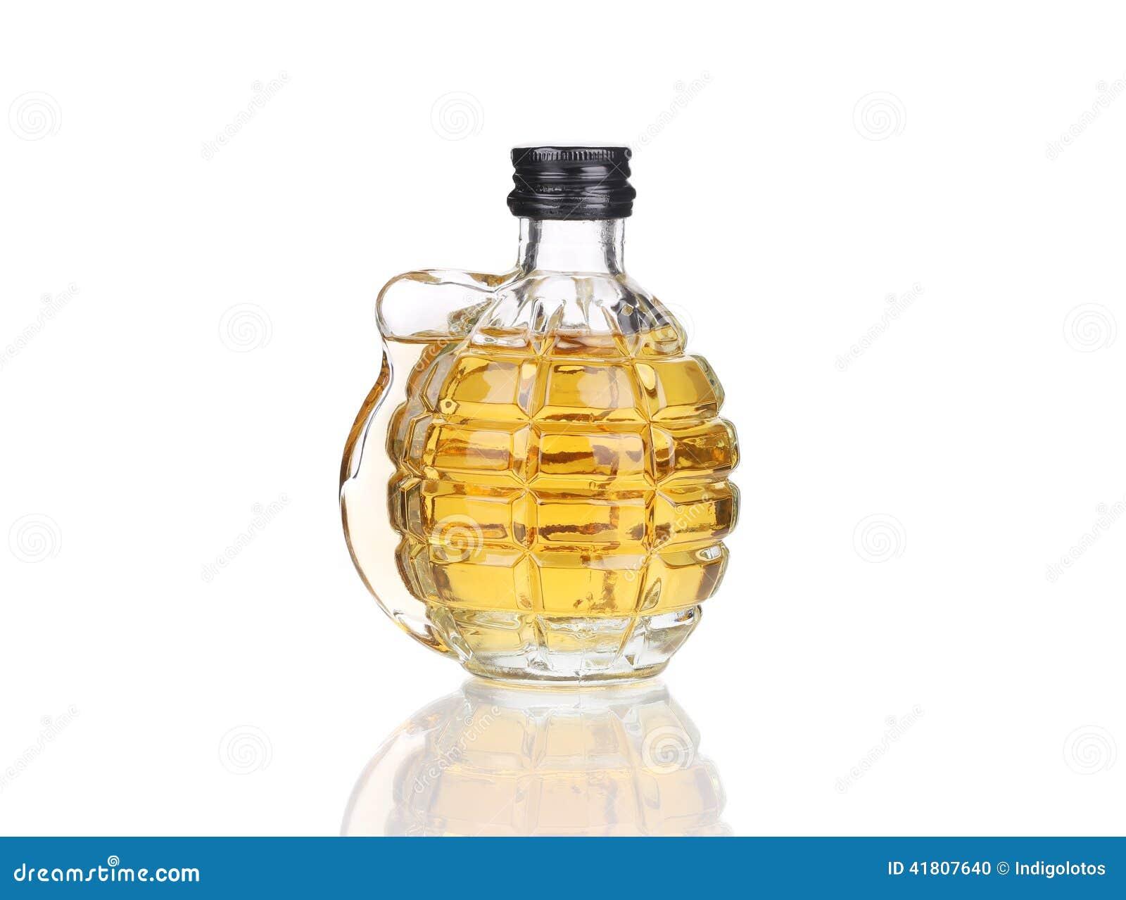 Vidrio de whisky con la granada