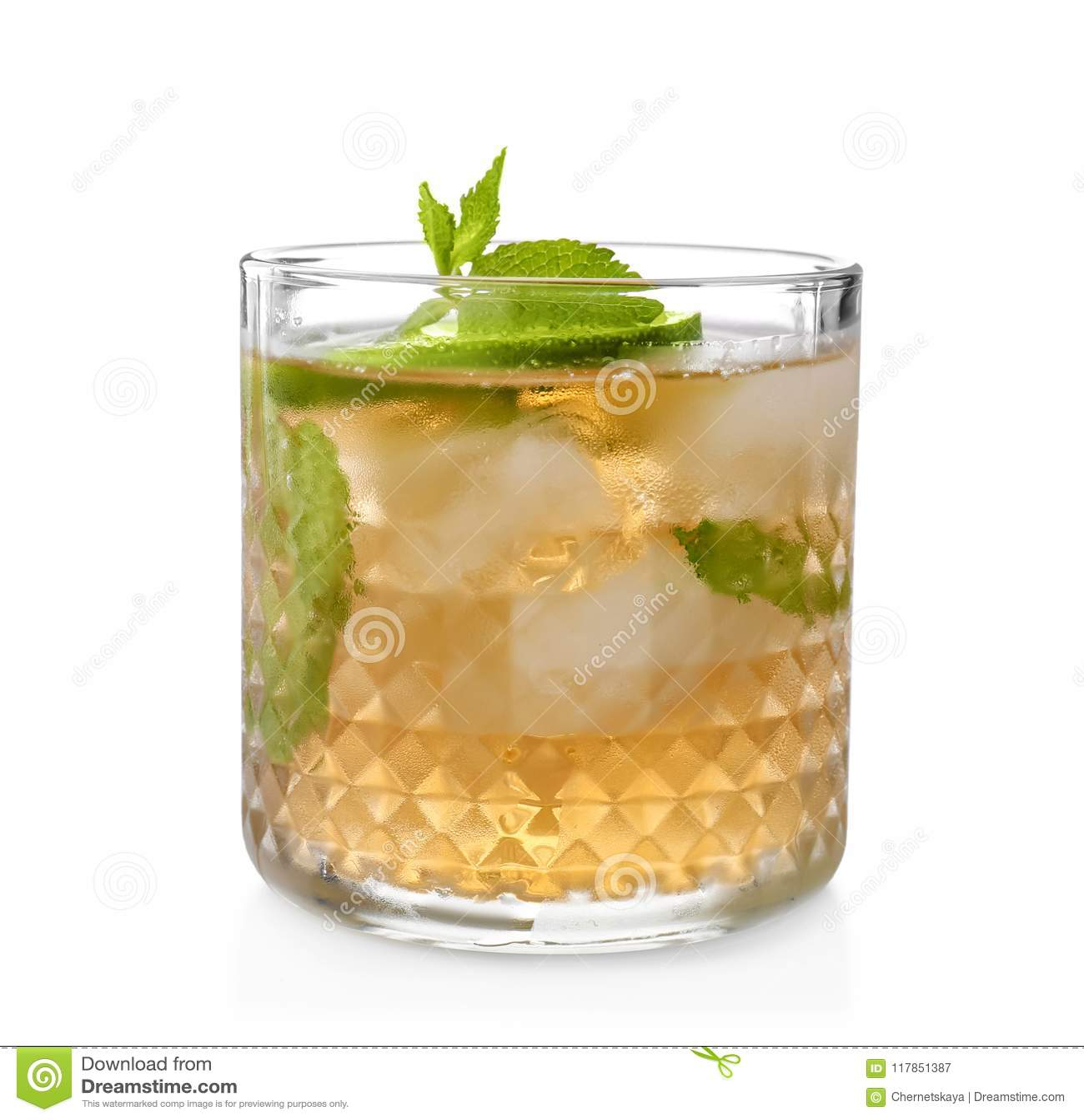 Vidrio del cóctel delicioso de la julepe de menta