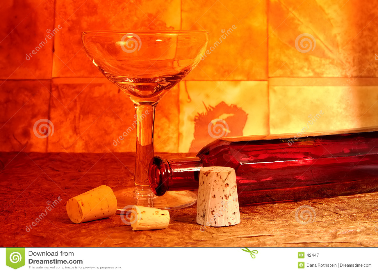 Vidrio y botella de vino