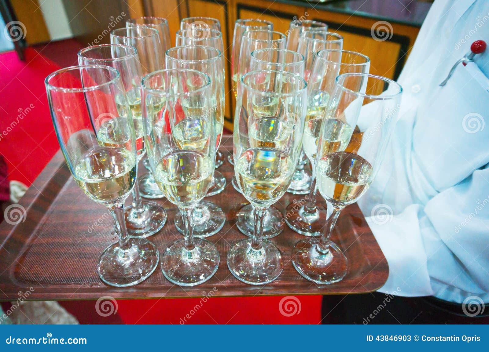 Vidrios de Champán servidos