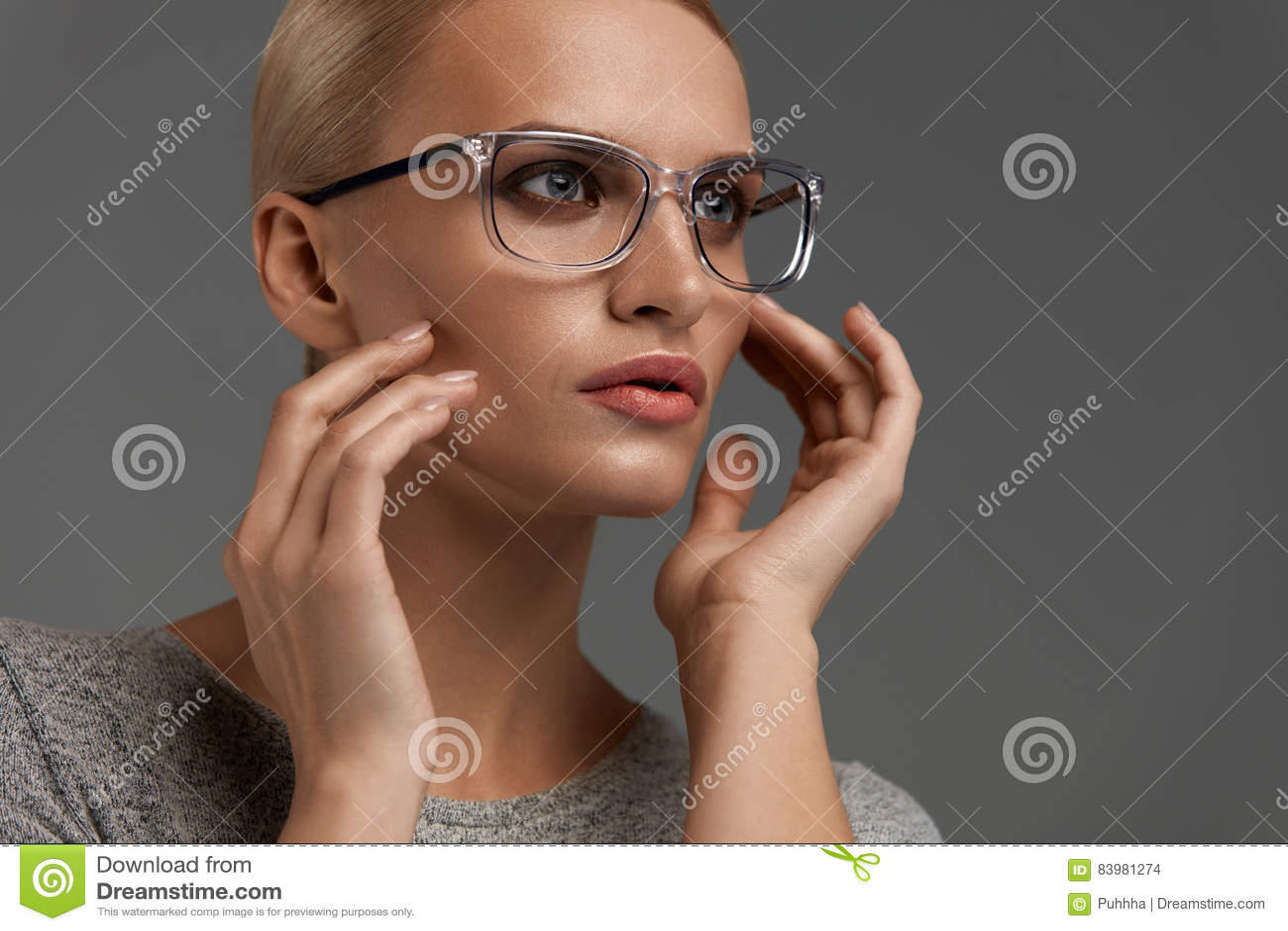 Vidrios de la moda de las mujeres Muchacha en Grey Eyeglasses elegante, gafas