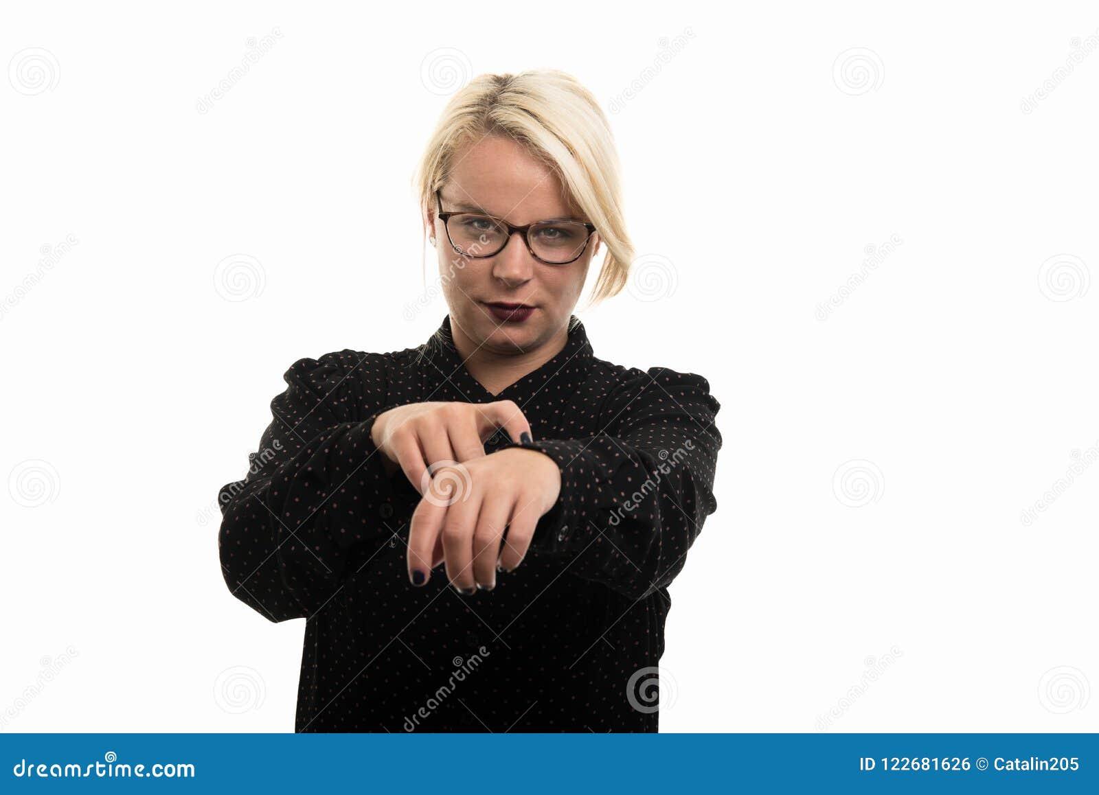 Vidrios que llevan rubios del profesor de sexo femenino que muestran último gesto