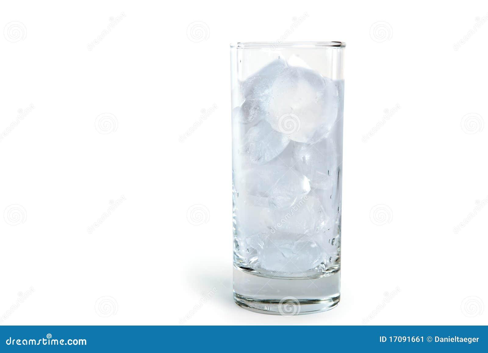 Vidro com cubos de gelo