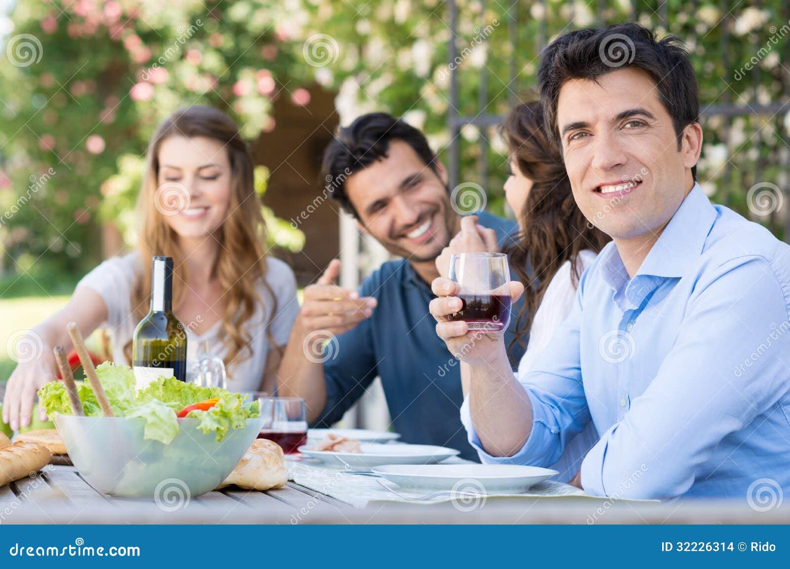 Download Vidro Da Bebida Do Homem Do Vinho Foto de Stock - Imagem de álcool, feriado: 32226314