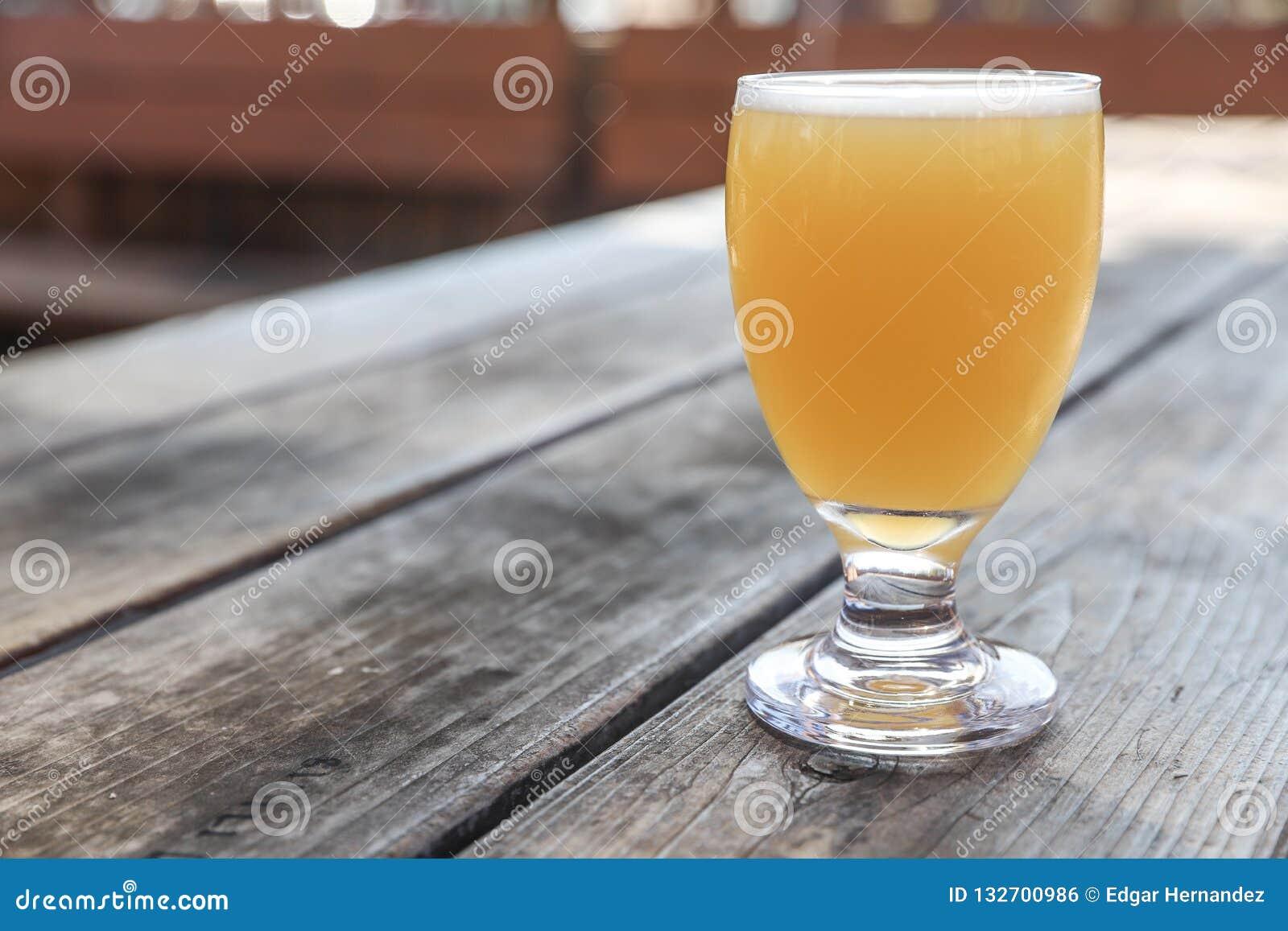 Vidro de cerveja do ofício
