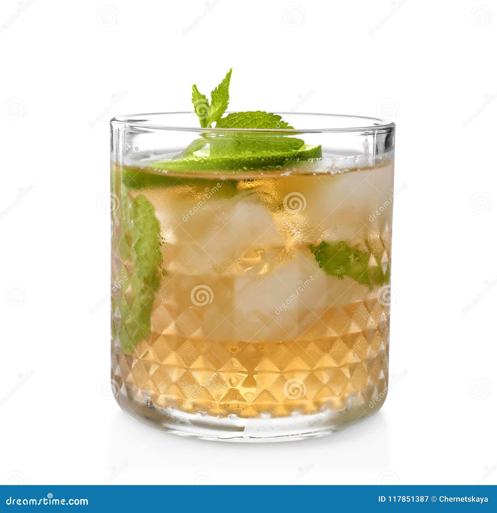 Vidro do cocktail delicioso do julepo de hortelã