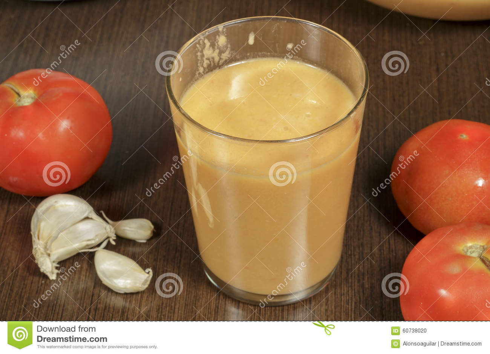 Vidro do gazpacho de refrescamento, um dos exponentes principais da gastronomia espanhola